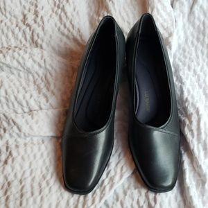 Liz Baker shoes 12W block heel